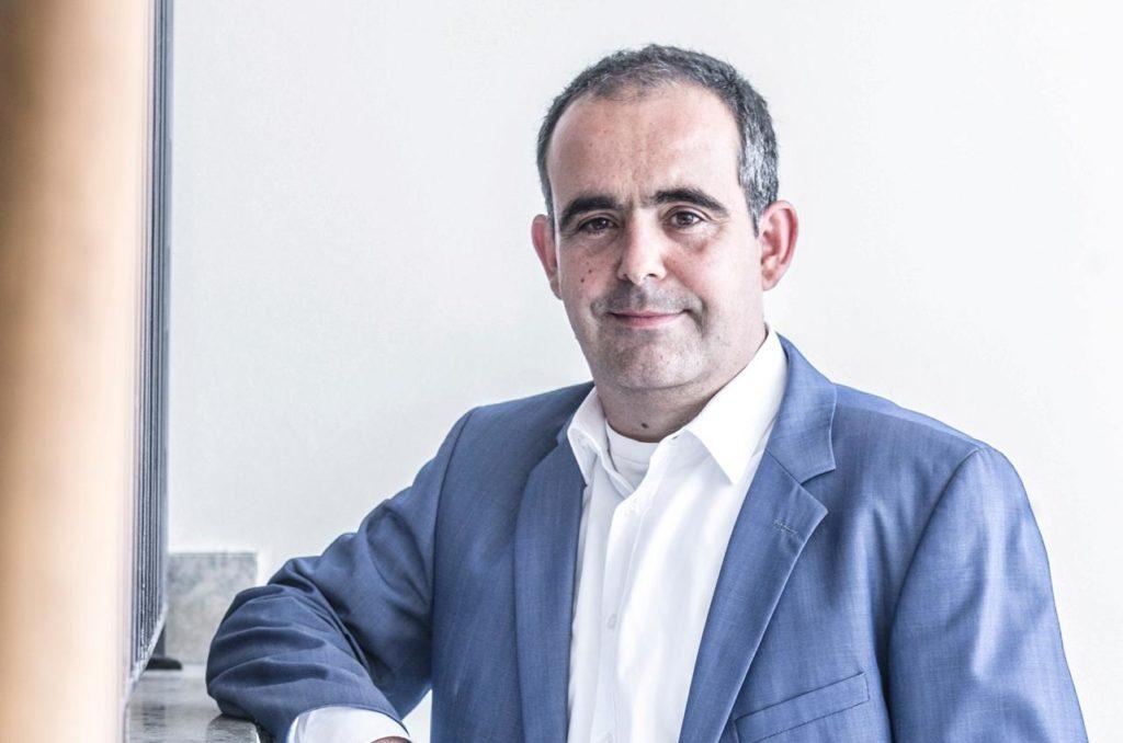Andres Santiago ist Geschäftsführer von vmm wirtschaftsverlag und vmm digital